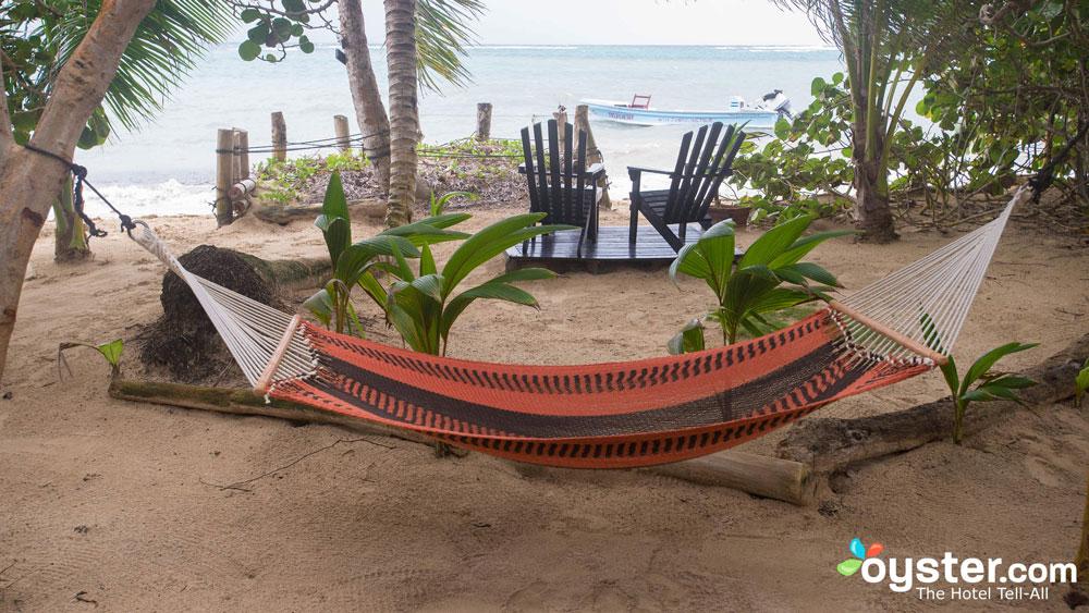 little-corn-island-nicaragua-beach-bungalow-eco-lodge-resort-hotel-hammocks-1