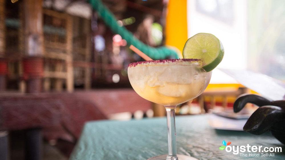 turned-turtle-restaurant-little-corn-island-beach-bungalow-eco-lodge-resort-drinks
