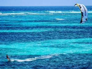 little-corn-island-nicaragua-beach-bungalow-eco-lodge-resort-hotel-kite-boarding-kite-surfing