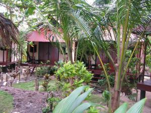 little-corn-island-nicaragua-beach-bungalow-eco-lodge-resort-hotel-cabin-2