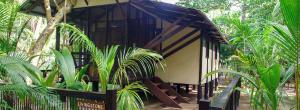 little-corn-island-nicaragua-beach-bungalow-eco-lodge-resort-hotel-cabin