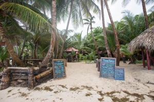 little-corn-island-nicaragua-beach-bungalow-eco-lodge-resort-hotel-grounds-2