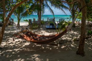 little-corn-island-nicaragua-beach-bungalow-eco-lodge-resort-hotel-hammock-water