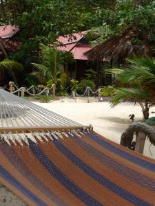 little-corn-island-nicaragua-beach-bungalow-eco-lodge-resort-hotel-more-hammocks