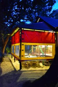 turned-turtle-restaurant-little-corn-island-beach-bungalow-eco-lodge-resort-lights