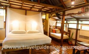 little-corn-island-beach-bungalow-cabins-rooms-livingstone-interior